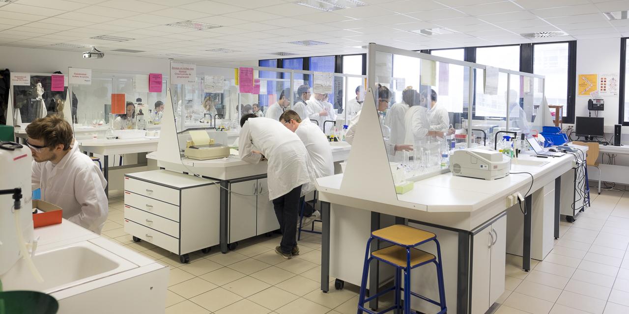 Salle TP - UFR de Pharmacie de Nantes